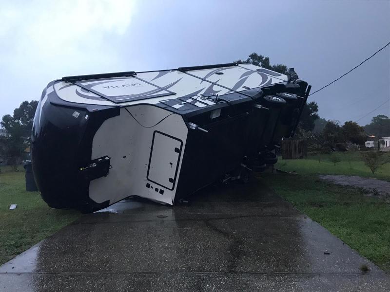 Tornado deja destrucción en el Condado Polk