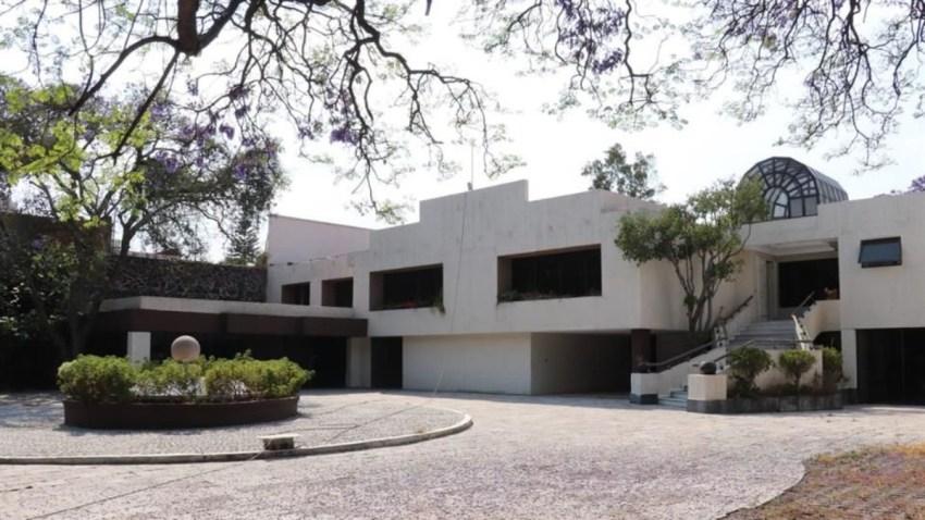 Subastan casa de Amado Carrillo