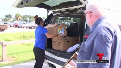Distribuyen alimentos a familias en Wesley Chapel